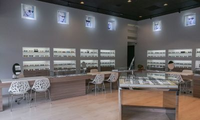 Cool Ideas and Clever Lighting Create the Ideal Frame-Selection Setting at This LA-Area Practice