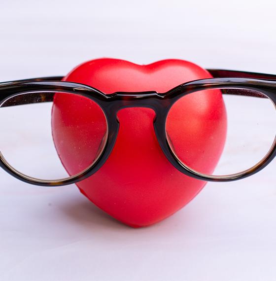 heart and eyeglasses