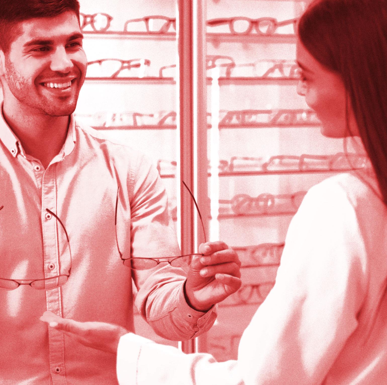 eyewear-sales-person