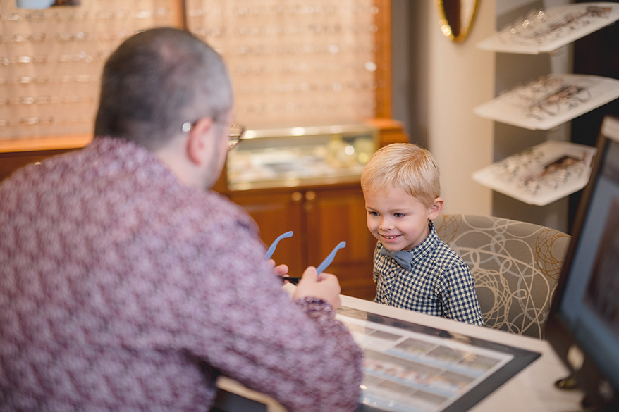 kid-customer-at-Milwaukee-Eye-Care