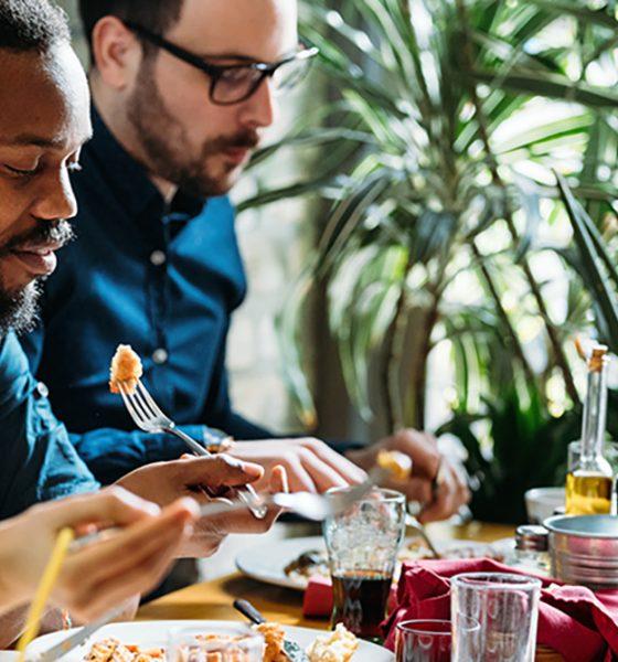 staff-eating-together